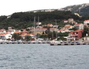 Navigare in Croazia: ACI Marina Rab - Le banchine © P.L. Paolini