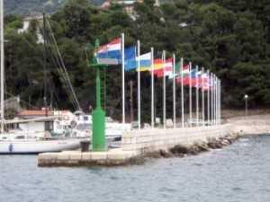 Navigare in Croazia: ACI Marina Rab - Il molo frangiflutti © P.L. Paolini